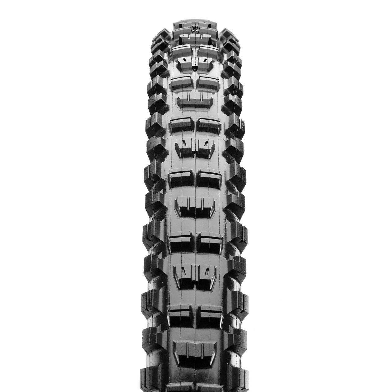 Maxxis Minion DHR II bicycle tire tread
